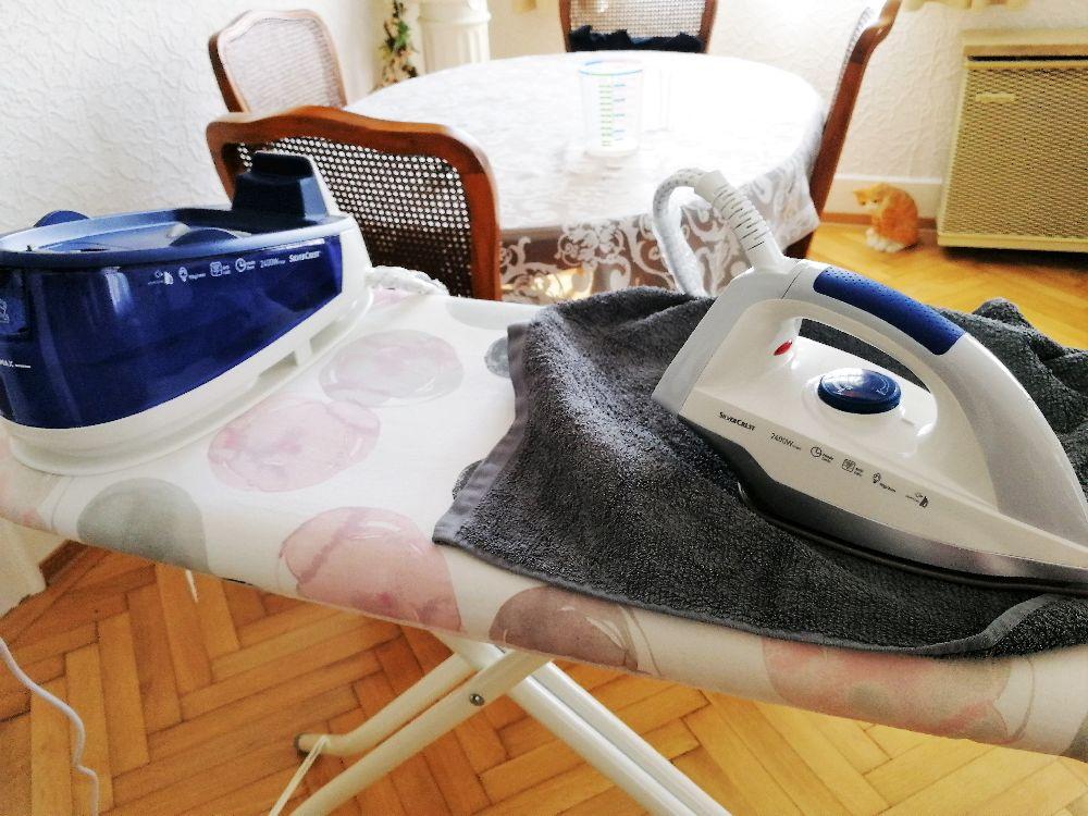 Bügelbrett mit Dampfbügelstation