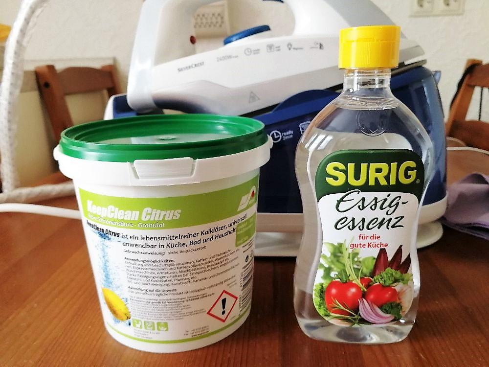 Zitronensäure und Essigessenz vor Dampfbügelstation